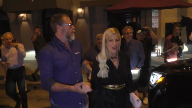 tori spelling & dean mcdermott join josh flagg for dinner at craig's in west hollywood in celebrity sightings in los angeles, - tori spelling stock videos & royalty-free footage
