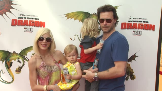 tori spelling dean mcdermott with children at the 'how to train your dragon' premiere at universal city ca - how to train your dragon stock videos & royalty-free footage