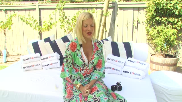 tori spelling on being a workaholic and taking vacations at the tori spelling and sony nex cameras host backtoschool bbq at los angeles ca - トリ スペリング点の映像素材/bロール