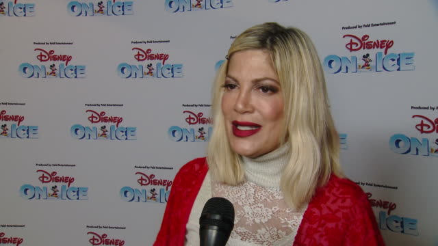 vídeos de stock e filmes b-roll de interview tori spelling on have you been to disney on ice with your family before on what did you enjoy most about seeing the stars of disney on ice... - tori spelling