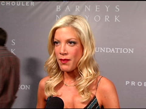 tori spelling thinks it's important for women to get behind the foundation p and s are new to her and she is a barneys girl at the proenza schouler... - tori spelling stock videos & royalty-free footage