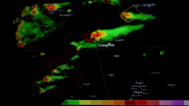 vídeos de stock e filmes b-roll de tornado and sever storm warning on weather radar - condições meteorológicas