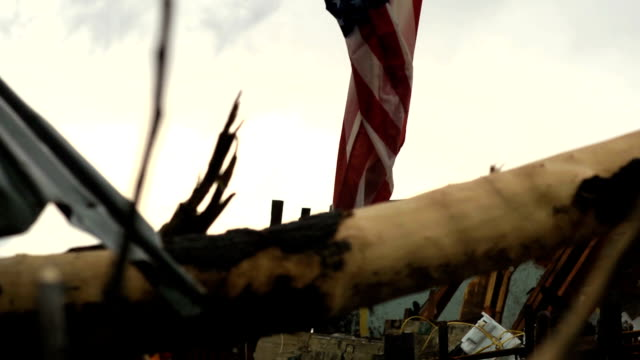 stockvideo's en b-roll-footage met tornado damaged flag - amerikaanse vlag