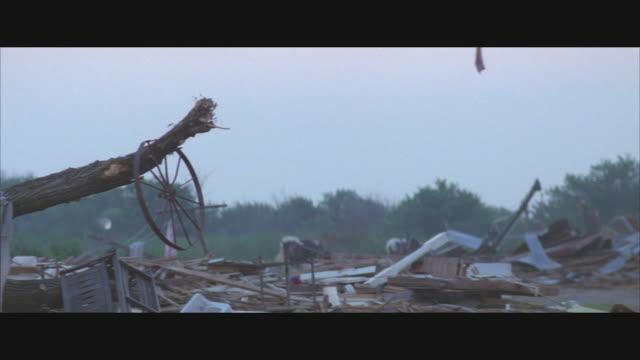 vídeos y material grabado en eventos de stock de ms, pan, r/f, tu, tornado destruction in rural area, usa  - derribado
