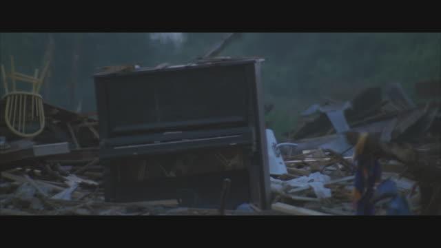 vídeos y material grabado en eventos de stock de cu, tornado destruction in rural area, usa  - derribado