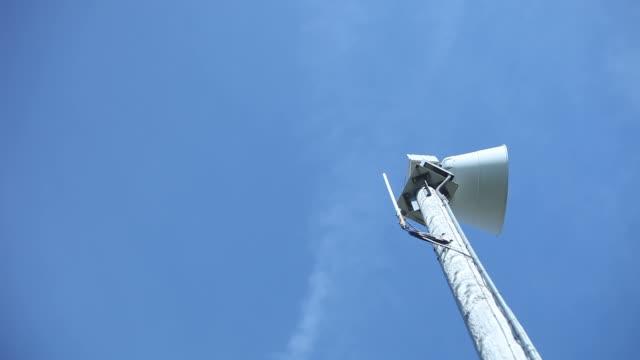 tornado or emergency warning siren starts - air raid siren stock videos & royalty-free footage
