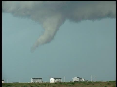 tornado slowly develops above row of houses murdo south dakota - south dakota stock-videos und b-roll-filmmaterial