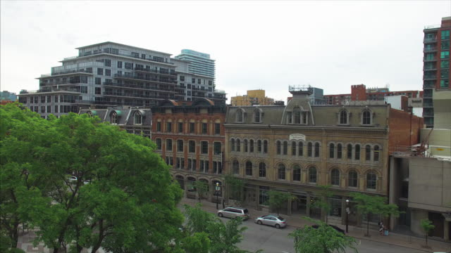 stockvideo's en b-roll-footage met toronto, canada, aerial view of colonial style architecture surrounding berczy park - sociale geschiedenis