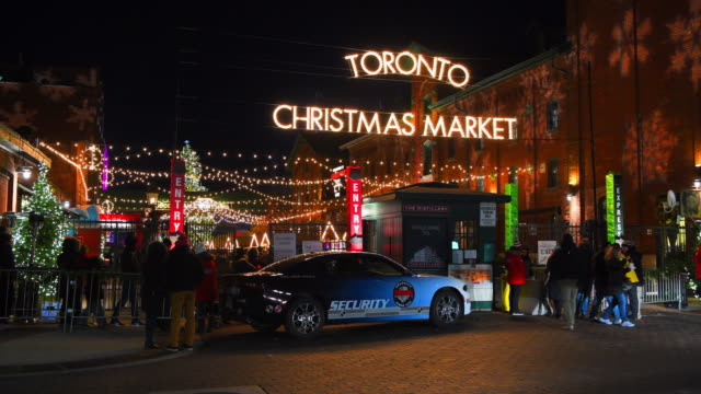 Toronto, Canada: Christmas Market at the Distillery District