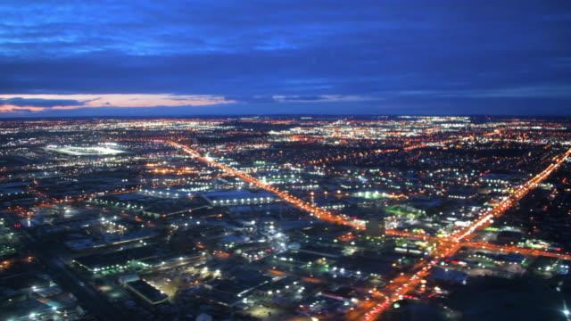 toronto, canada: city lights in the twilight hour - moving down点の映像素材/bロール