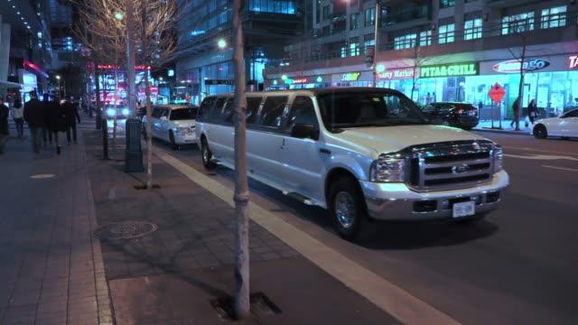 toronto, canada, downtown district at night - リムジン点の映像素材/bロール
