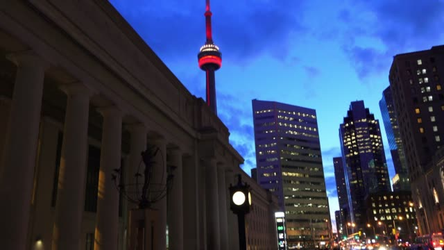 toronto, canada, downtown district with cn tower at night - cn tower stock-videos und b-roll-filmmaterial