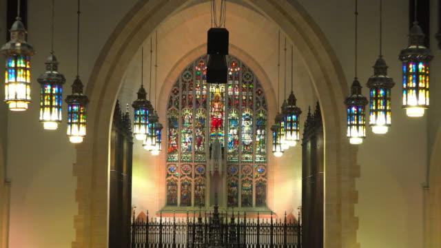 vídeos y material grabado en eventos de stock de toronto canada: indoors at the metropolitan united church - vidriera de colores