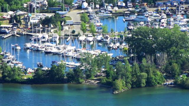 toronto canada: marina in the centre island, zoom image - ontariosee stock-videos und b-roll-filmmaterial