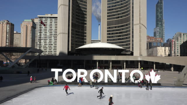 stockvideo's en b-roll-footage met toronto canada: nathan phillips square, people skating, aerial view - toronto