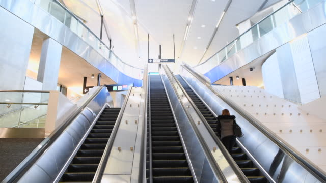toronto canada: new ttc subway station on the toronto-york spadina subway extension - stazione video stock e b–roll