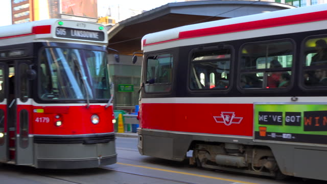 toronto, canada: old ttc streetcars in the downtown district of the canadian city - 女性像点の映像素材/bロール