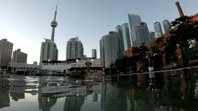 toronto city skyline - cn tower stock-videos und b-roll-filmmaterial