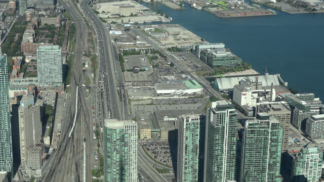 stockvideo's en b-roll-footage met toronto, ontario, canada-circa july 1, 2017: a view of the downtown district buildings during the daytime. the image is a tourist point of view from... - ontariomeer