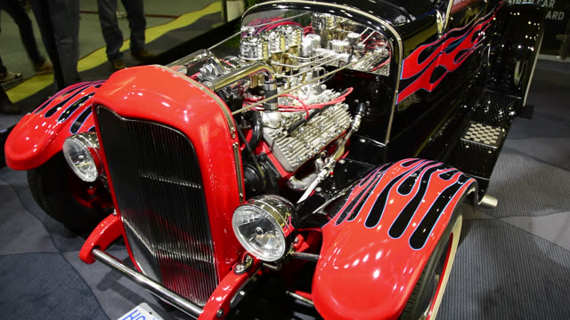 vídeos de stock, filmes e b-roll de toronto, ontario, canada-february 19, 2014: the camera pans over the engine of a hot rod car in the exhibit. the 2014 edition of the canadian... - hot rod