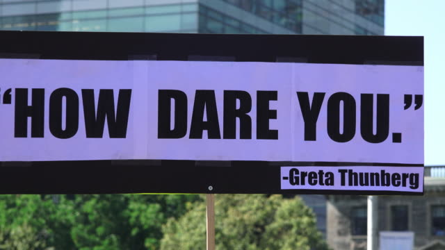 vídeos de stock e filmes b-roll de toronto ontario canadaseptember 27 2019 a sign with the phrase 'how dare you' by greta thunberg' thousands of people gathered in queen's park to... - setembro