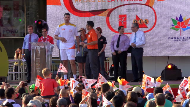 toronto raptor greivis vásquez carried the torch during the torch relay celebration in nathan phillips square one day before the start of the toronto... - パンアメリカンハイウェイ点の映像素材/bロール