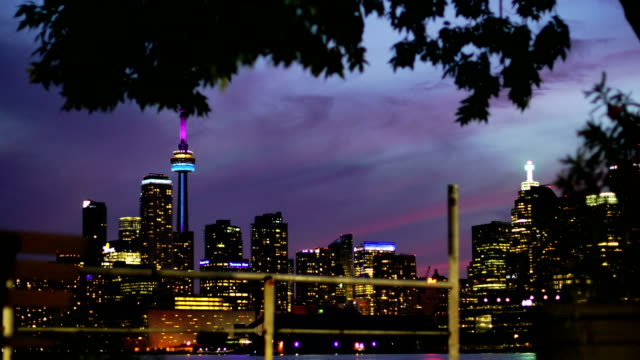 Toronto skyline in de schemering