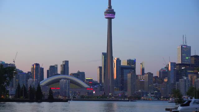 stockvideo's en b-roll-footage met toronto skyline during the afternoon twilight hours, canada - ontariomeer