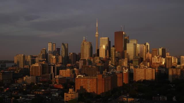 stockvideo's en b-roll-footage met toronto skyline timelapse zonsopgang - toronto