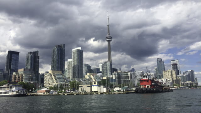 toronto,canada: city urban skyline with cn tower. point of view from across the lake ontario. the famous place is a tourist attraction in the capital city of the ontario province - ontariosee stock-videos und b-roll-filmmaterial