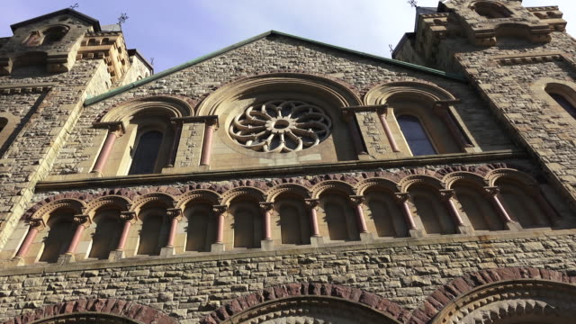 toronto,canada: saint andrew church facade in downtown. the landmark is a large and historic romanesque revival presbyterian temple in the capital city of the ontario province - revival stock videos & royalty-free footage