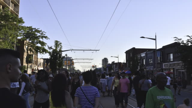 vídeos de stock, filmes e b-roll de toronto,canada: 'salsa on st. saint clair' street west festival. the event is held every year attracting thousands of multicultural torontonial and also visitors - cultura canadense