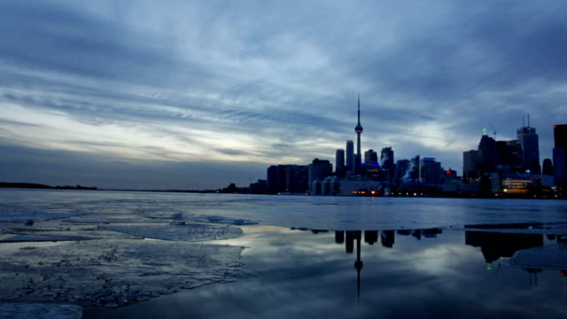 toronto cn-tower im winter - toronto stock-videos und b-roll-filmmaterial