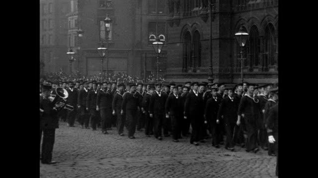 vidéos et rushes de torpedo flotilla visit to manchester 1901 - marinière