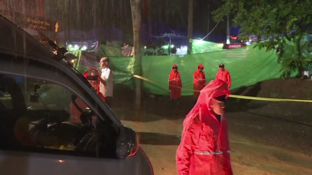 torrential rain briefly threatens the preparation for the rescue of a football team trapped in a cave in northern thailand - rescue stock videos & royalty-free footage