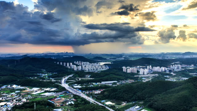 stockvideo's en b-roll-footage met torrential rain clouds moving over the city / gyeonggi-do, south korea - stortregen