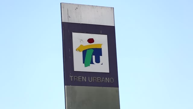 torrimar station stands in guaynabo, puerto rico, on friday, may 12, 2017. shots: tren urbando sign, wide shot of torrimar station entrance, shot of... - transporte点の映像素材/bロール