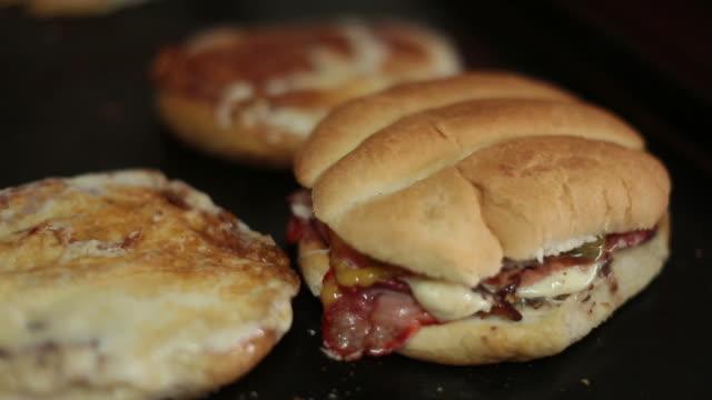 torta - mexican food - サンドイッチ作り点の映像素材/bロール