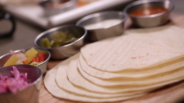 tortillas and salsa sauce on the plate - tortilla flatbread stock videos & royalty-free footage