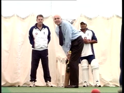 tory leadership backgrounder lib int duncan smith playing cricket in shirt and tie clean feed tape = d0625455 or d0625456 001946 to 002345 mix... - shirt and tie stock videos & royalty-free footage