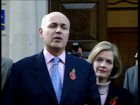 tory leadership challenge: vote of confidence; news at ten: nick robinson itn england: london: ext iain duncan smith mp towards from conservative... - b rolle stock-videos und b-roll-filmmaterial