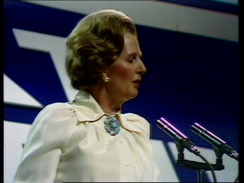 tory party conference thatcher's speech on the tory party and the unions england brighton margaret thatcher conservative party leader speaks sof the... - fackförbund bildbanksvideor och videomaterial från bakom kulisserna