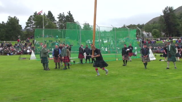 ms pan tossing caber at braemar royal highland games / braemar, aberdeenshire, scotland - highland games stock videos & royalty-free footage