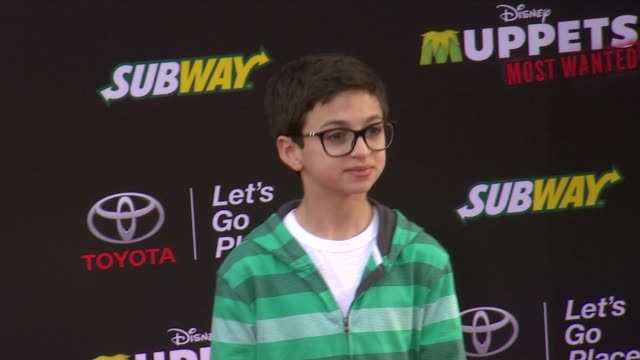vídeos y material grabado en eventos de stock de jj totah at disney's muppets most wanted los angeles premiere at the el capitan theatre on march 11 2014 in hollywood california - cines el capitán