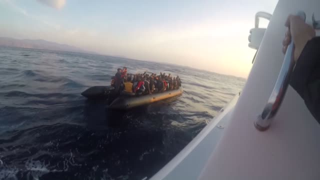 a total of 106 illegal migrants have been apprehended off the coast of the turkish aegean province of izmir while trying to reach greece on may 22... - grekland bildbanksvideor och videomaterial från bakom kulisserna