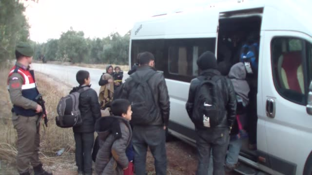 a total of 15 migrants of syrian and iraqi origin who were trying to reach greece's lesbos island illegally have been caught by turkish security... - シリア難民問題点の映像素材/bロール