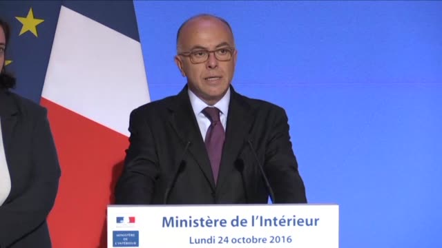 total of 2,318 migrants have been taken to shelter on the first day of the french authorities operation to dismantle the notorious jungle camp in the... - bernard cazeneuve stock videos & royalty-free footage