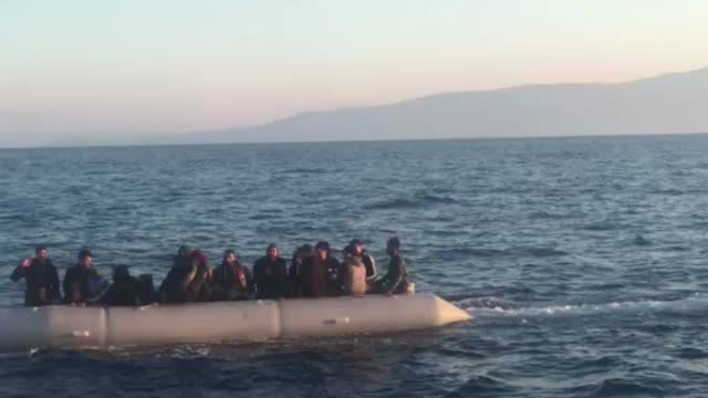 vidéos et rushes de a total of 39 undocumented migrants were held in the aegean province of aydin turkey on may 09 2019 as they attempted to illegally cross into greece - réfugié
