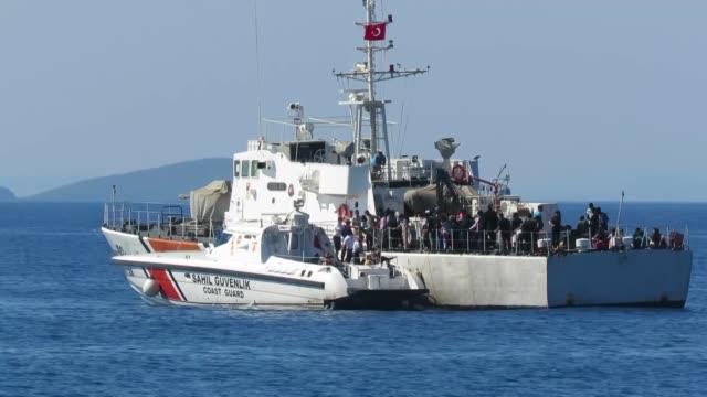 a total of 60 migrants of syrian congolese malian ghanaian gambian and nigerian origin who were trying to reach greece illegally have been caught by... - immigrant bildbanksvideor och videomaterial från bakom kulisserna