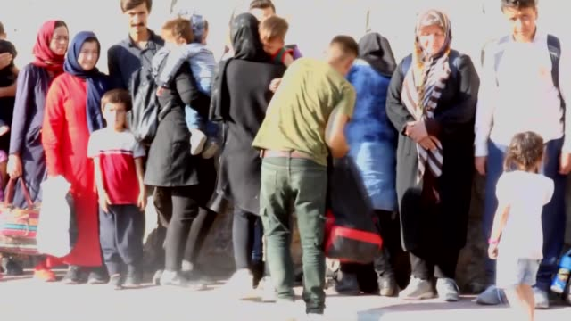 total of 70 irregular migrants of afghan and bangladeshi origin, including 16 women and 15 children, who had entered turkey illegally were held... - indischer subkontinent abstammung stock-videos und b-roll-filmmaterial